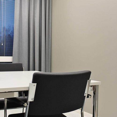 Sisustussuunnittelija Tampere toimisto neuvotteluhuone